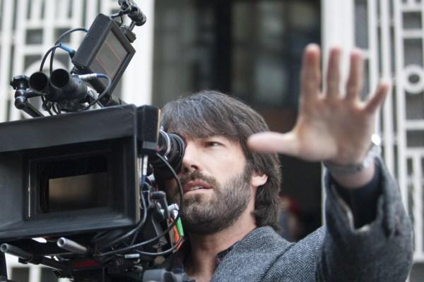 Ben Affleck na câmera e dirigindo seu terceiro filme, Argo (foto por beyondholywood.com)