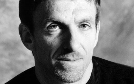 O compositor Mychael Danna, que concorre por As Aventuras de Pi (foto por celebslist.com)