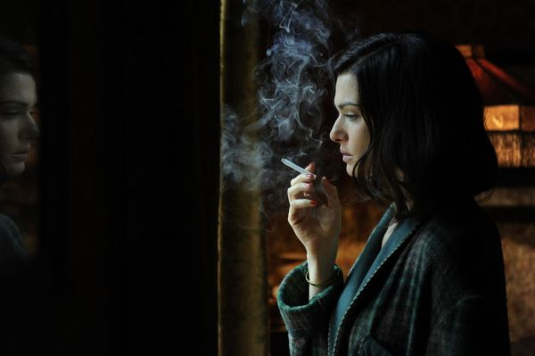 Rachel Weisz como Hester Collyer em The Deep Blue Sea (photo by outnow.ch)