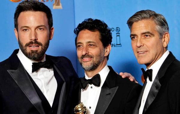Os produtores de Argo, Ben Affleck (a esq., também diretor), Grant Heslov (centro) e George Clooney. (photo by latimes.com)