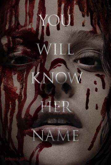 Pôster da refilmagem Carrie, a Estranha. Sai Sissy Spacek. Entra Chloe Grace-Moretz.