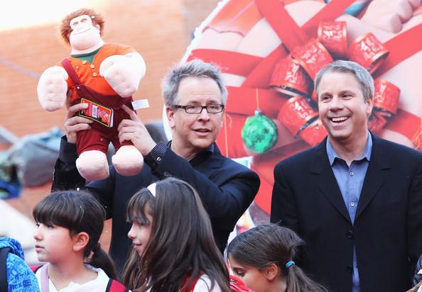 O diretor Rich Moore (a dir) e o produtor Clark Spencer em pré-estréia de Detona Ralph, vencedor de Melhor Animação no PGA(photo by zimbio.com)