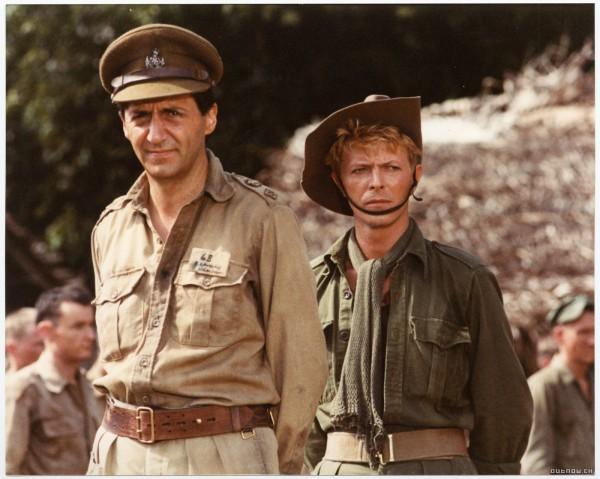 Tom Conti e David Bowie em Furyo, em Nome da Honra.