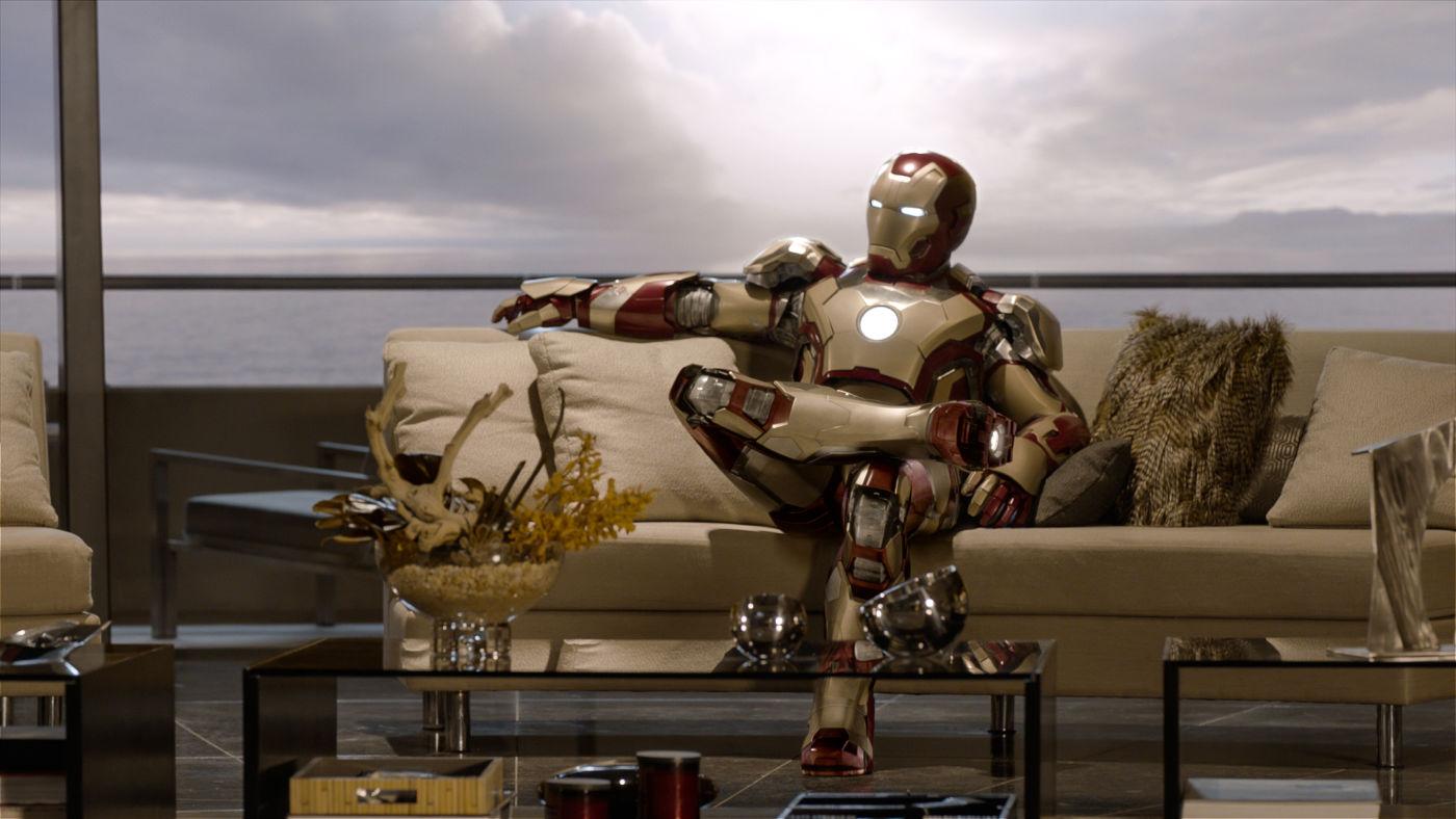 Homem de Ferro 3: Sim, o Homem de Ferro consegue cruzar as pernas (photo by OutNow.CH)