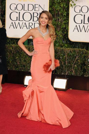 Jessica Alba consegue se destacar com esse laranja (photo by popsugar.com)