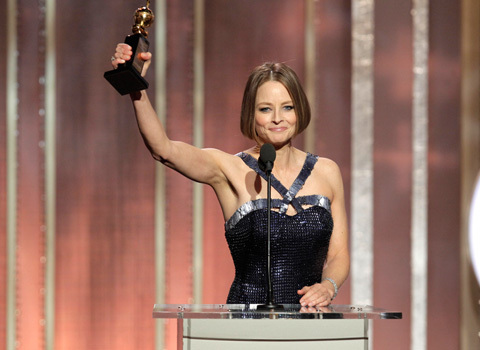 A homenageada da noite, Jodie Foster, dedica seu prêmio aos amigos, colegas, seus filhos e um recado especial para a mãe. Que comece uma nova fase em sua carreira! (photo by au.movies.yahoo.com)