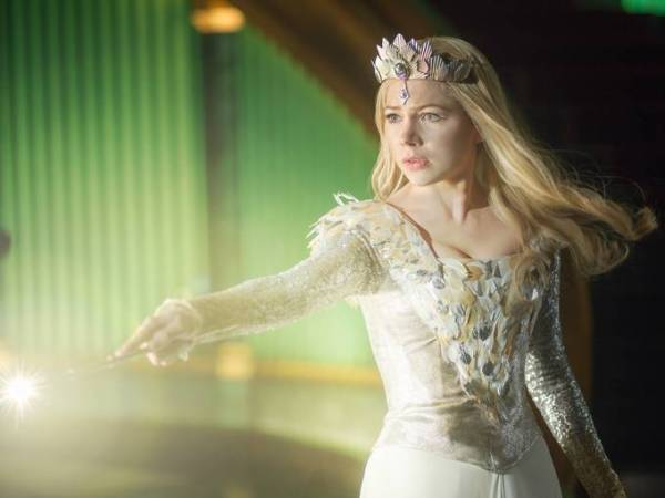 Oz: Mágico e Poderoso: Michelle Williams está encantadora com a feiticeira Glinda (photo by BeyondHollywood.com)