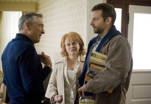 Robert De Niro, Jacki Weaver e Bradley Cooper: a família disfuncional (photo by OutNow.CH)