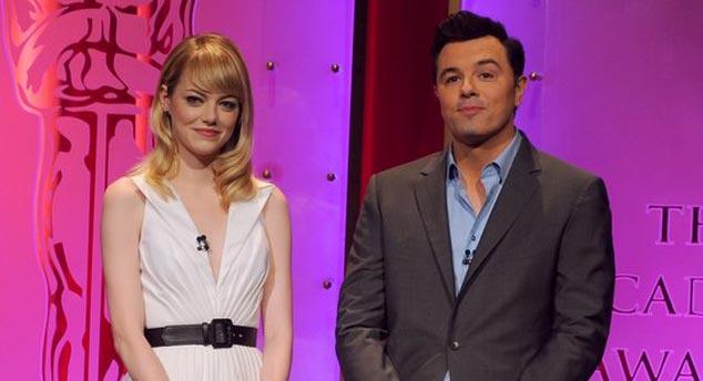 Emma Stone e Seth MacFarlane dão o tom inédito de humor ao anúncio dos indicados ao Oscar 2013