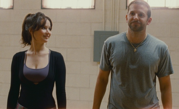 Jennifer Lawrence e Bradley Cooper formam a base do filme (photo by OutNow.CH)