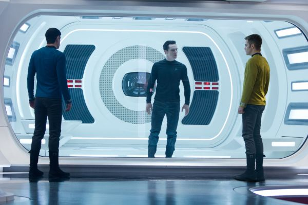 Star Trek Into Darkness: Cumberbatch (centro) é o novo Khan