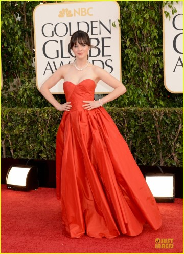 Zooey Deschanel, que concorre pela série New Girl, veste Oscar de la Renta. Se ela vestisse um trapo, continuaria linda.