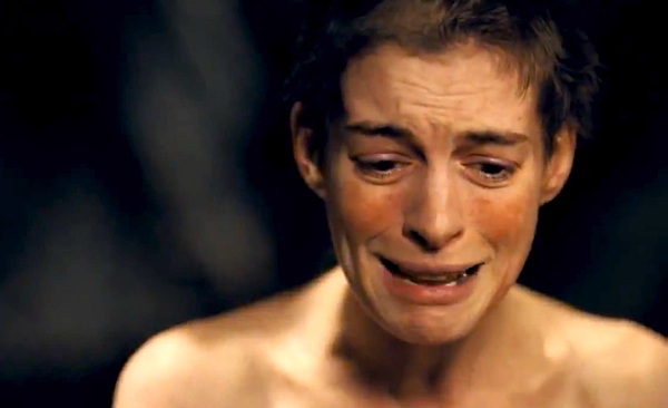 Anne Hathaway em melhor momento de Os Miseráveis (photo by criticbehindthecurtain.wordpress.com)