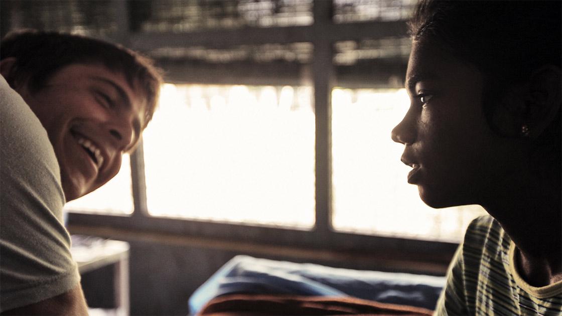 O documentário Blood Brother, que acompanha Rocky Braat (à esq.) na Índia (photo by filmguide.sundance.org)