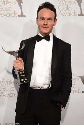 Vencedor por Argo, Chris Terrio, com seu WGA award (photo by filmofilia.com)