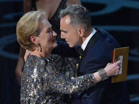 Daniel Day-Lewis recebe o Oscar de Meryl Streep e entra para a História (photo by usatoday.com)