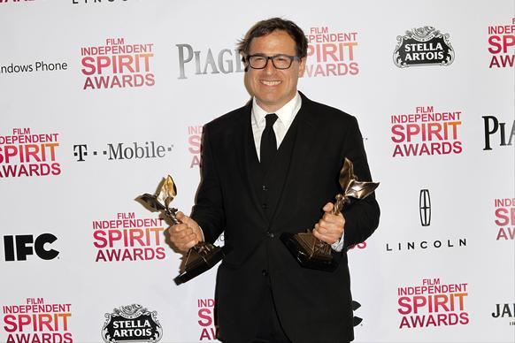 David O. Russell, vencedor de Melhor Diretor e Roteiro por O Lado Bom da Vida, no Independent Spirit Awards