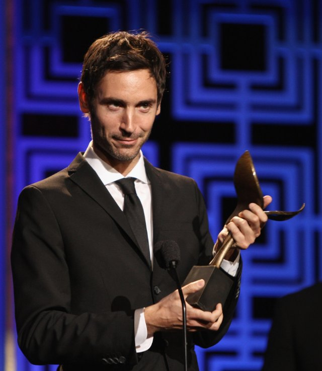 Vencedor por Searching for Sugar Man, o diretor Malik Bendjelloul recebe prêmio WGA (photo by imdb.com)