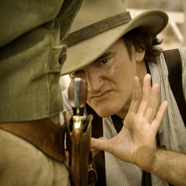 Quentin Tarantino busca o melhor ângulo que aprendera do mestre Sergio Leone (photo by BeyondHollywood.com)
