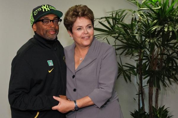 Os pré-conceituosos: A presidente Dilma Roussef recebe Spike Lee no Planalto em visita para realização de documentário Go Brazil Go em abril de 2012 (foto por blog.planalto.gov.br)