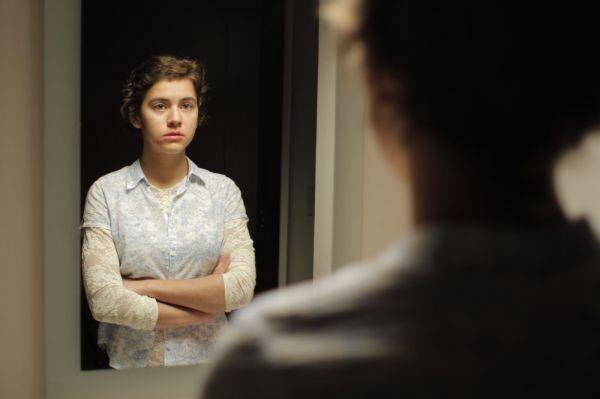 A atriz Tessa Ia dá vida à personagem Alejandra numa jornada de martírio silencioso (photo by OutNow.CH)