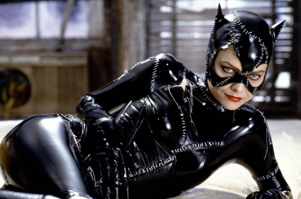 Michelle Pfeiffer como Mulher-Gato em Batman - O Retorno (photo by herocomplex.latimes.com)