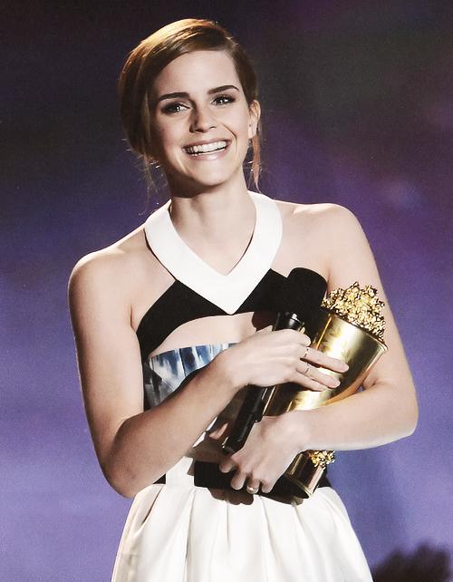 Emma Watson leva o Trailblazer award aos 22 anos