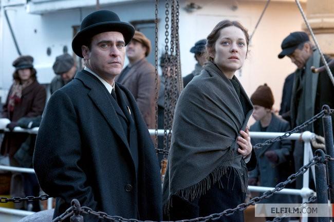 Joaquin Phoenix e Marion Cotillard em The Immigrant, de James Gray (photo by www.elfilm.com