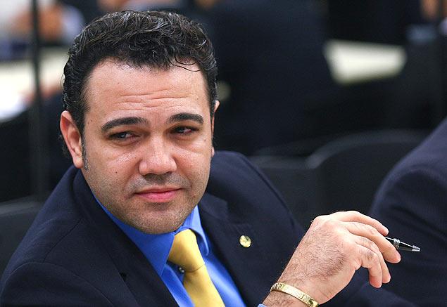 Alguém me explica como um deputado que é homofóbico, racista e religioso se torna presidente da Comissão de Direitos Humanos?