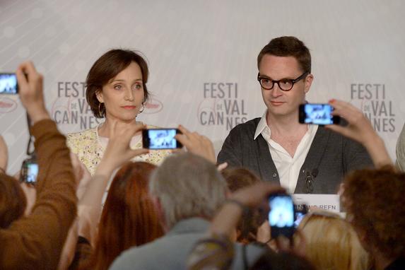 A atriz Kristin Scott Thomas e o diretor Nicolas Winding Refn em coletiva do filme Only God Forgives em Cannes 2013