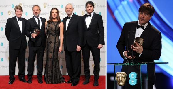 Vencedor do BAFTA de Melhor Filme Britânico e Melhor Trilha Musical por 007 - Operação Skyfall. Na primeira foto, da esquerda para a direita: o roteirista Robert Wade, o diretor Sam Mendes, os produtores Barbra Broccoli e Michael G. Wilson, e o roteirista Neal Purvis. Na segunda foto, o compositor Thomas Newman (photo by www.007magazine.co.uk)