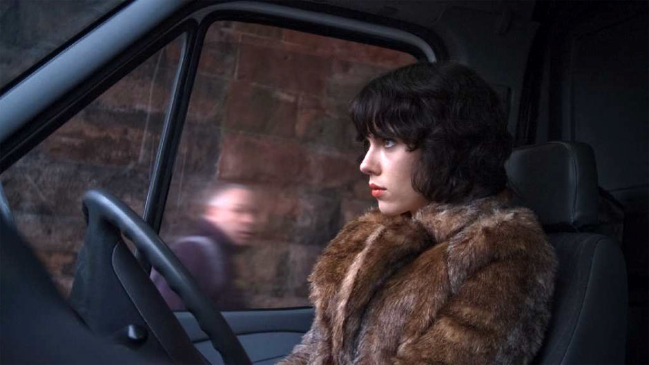 Scarlett Johansson vive a alienígena em forma humana Laura no filme Under the Skin, de Jonathan Glazer (photo by www.beyondhollywood.com)
