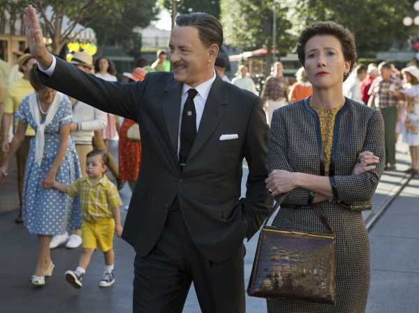 Tom Hanks e Emma Thompson em Saving Mr. Banks.