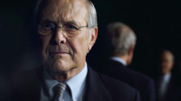 O secretário de Defesa, Donald Rumsfeld, responsável pela invasão ao Iraque, ainda tenta negar sua culpa mesmo após 10 anos (photo by www.outnow.ch)