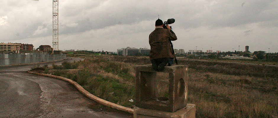 O diretor Gianfranco Rosi capta imagens d rodoanel de Sacro GRA (photo by sacrogra.it)