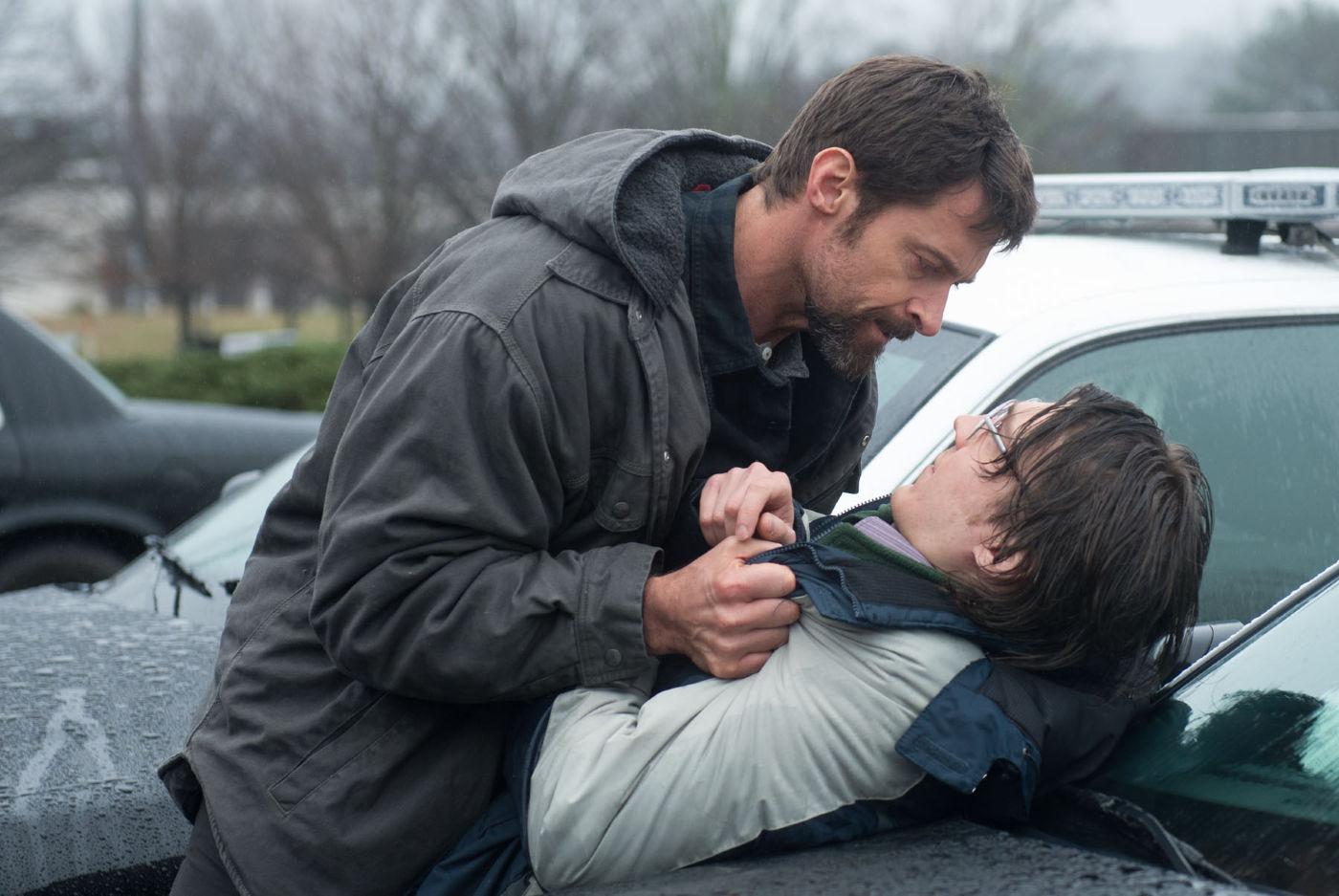 Keller Dover (Hugh Jackman) enquadra Alex Jones (Paul Dano) em Os Suspeitos (photo by www.outnow.ch)