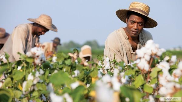Outro forte concorrente ao Oscar 2014 também com tema da escravidão: Twelve Years a Slave, de Steve McQueen (photo by www.elfilm.com)