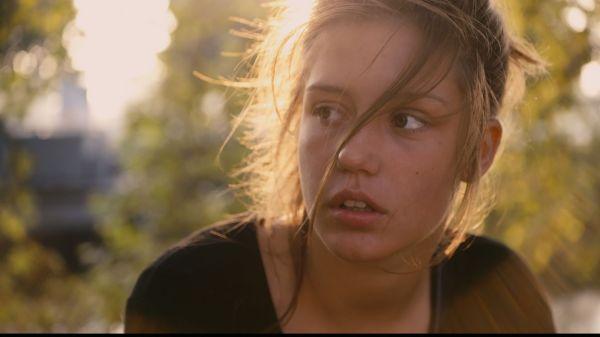 A bela Adèle Exarchopoulos se torna mais uma estrangeira premiada no LAFCA Awards (photo by www.outnow.ch)
