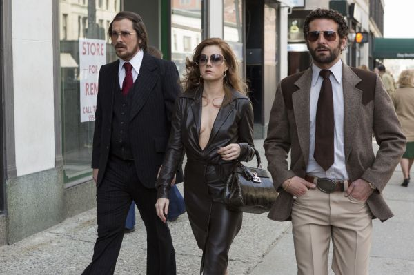 Christian Bale, Amy Adams e Bradley Cooper superaram as ausência no SAG e chegaram ao Globo de Ouro 2014 por Trapça (photo by www.outnow.ch)