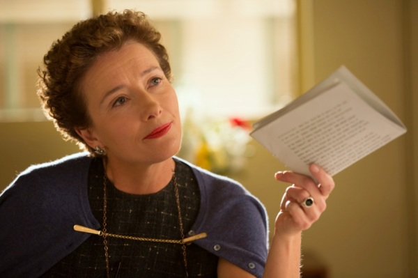 Emma Thompson como a autora P.L. Travers em Walt nos Bastidores de Mary Poppins (photo by www.cine.gr)