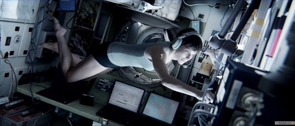 Sandra Bullock em cena de Gravidade (photo by www.elfilm.com)