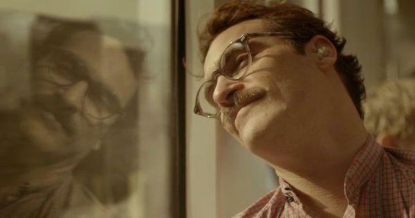 Joaquin Phoenix no futurista Ela, de Spike Jonze, que faturou o National Board of Review (photo by www.cine.gr)