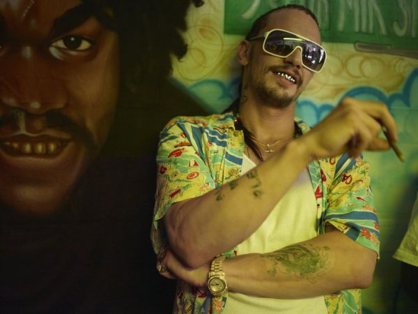 James Franco como o traficante Alien em Spring Breakers: Garotas Perigosas (photo by www.outnow.ch)