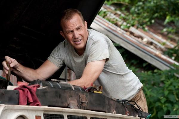 Kevin Costner como Jonathan Kent, servindo como base humanista para o protagonista e para o filme O Homem de Aço (photo by www.elfilm.com)