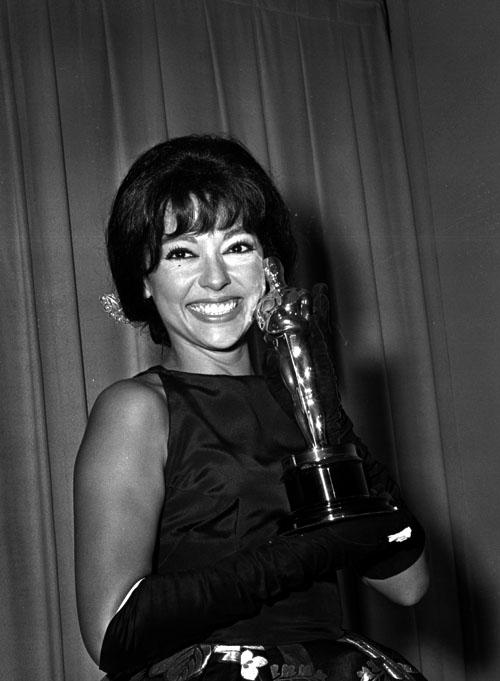 Aos 30 anos, Rita Moreno se torna a primeira latina a ganhar um Oscar (photo by www.toptenz.net)