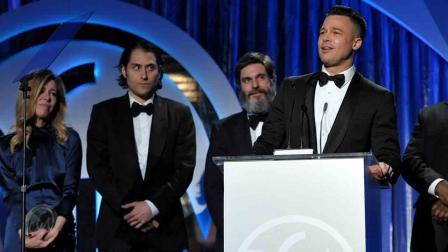 Brad Pitt recebe o prêmio PGA como produtor de 12 Anos de Escravidão (photo by www.abclocal.go.com)
