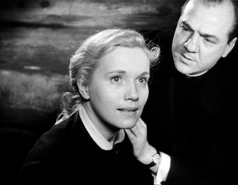 Karl Malden (ao fundo) com Eva Marie Saint em Sindicato de Ladrões (photo by gonemovies.com)