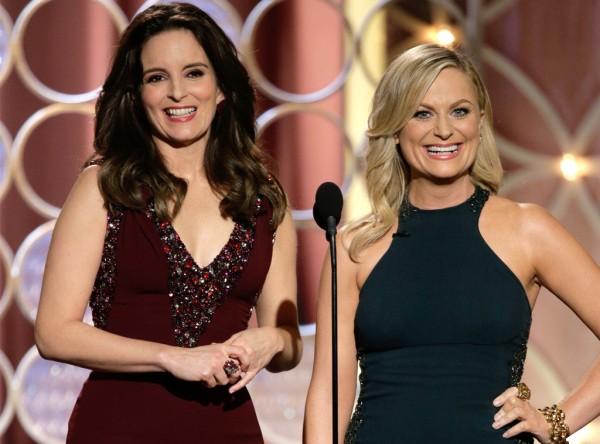 Tina Fey e Amy Poehler apresentam o Globo de Ouro pela segunda vez (photo by Paul Drinkwater/NBC)
