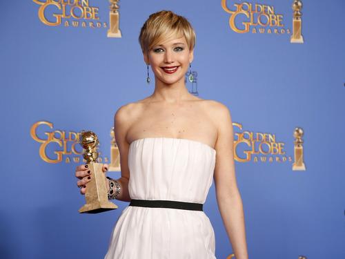 Jennifer Lawrence com seu segundo Globo de Ouro