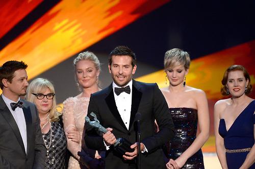 Bradley Cooper encabeça elenco de Trapaça e agradece David O. Russell (photo by jenniferlawrencedaily.tumblr.com)